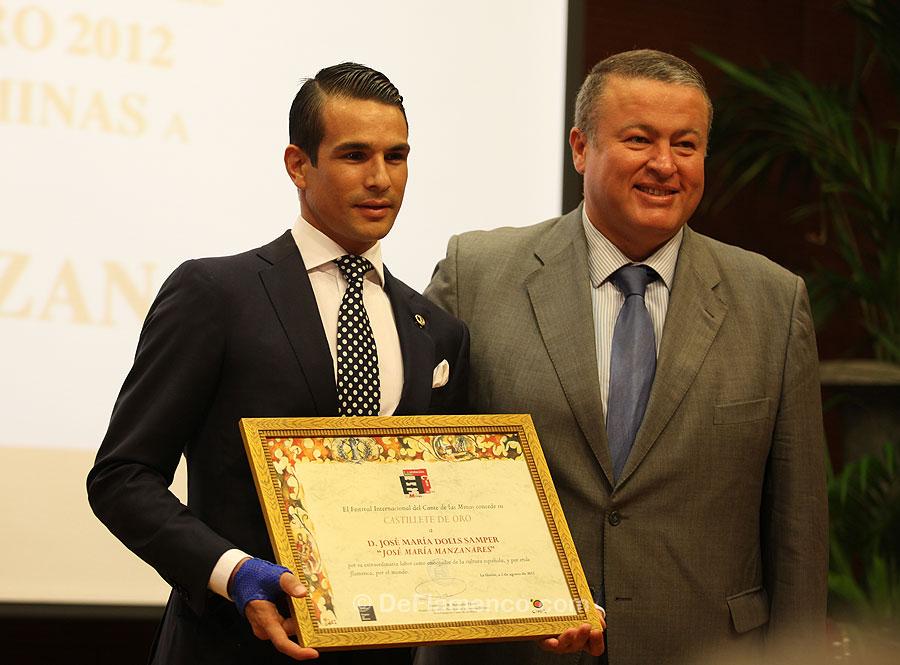 José María Manzanares recibe el Castillete de Oro
