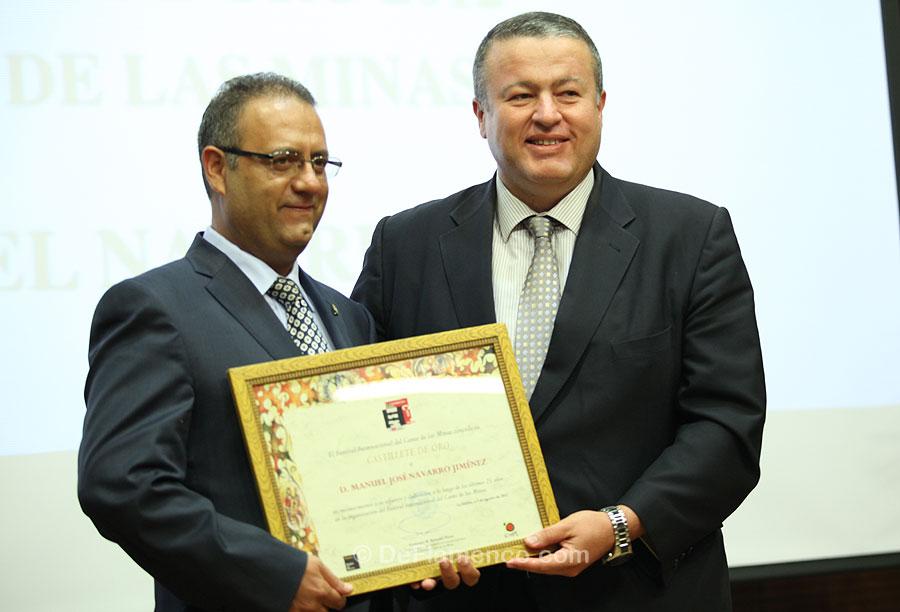 Manuel Navarro recibe el Castillete de Oro, tras 25 años como coordinador del Festival