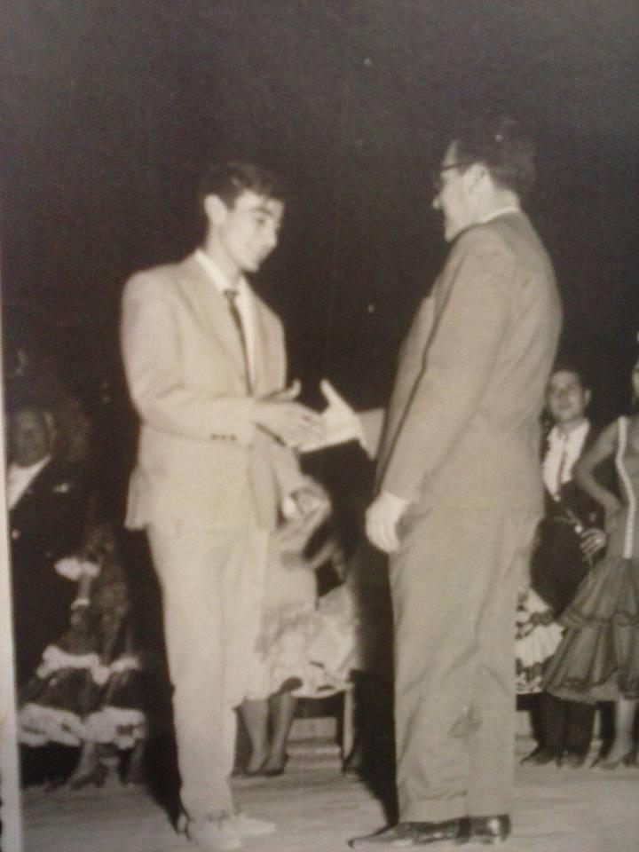 Calixto Sánchez en 1965 recibiendo el Premio del Concurso de Cante Jondo Antonio Mairena