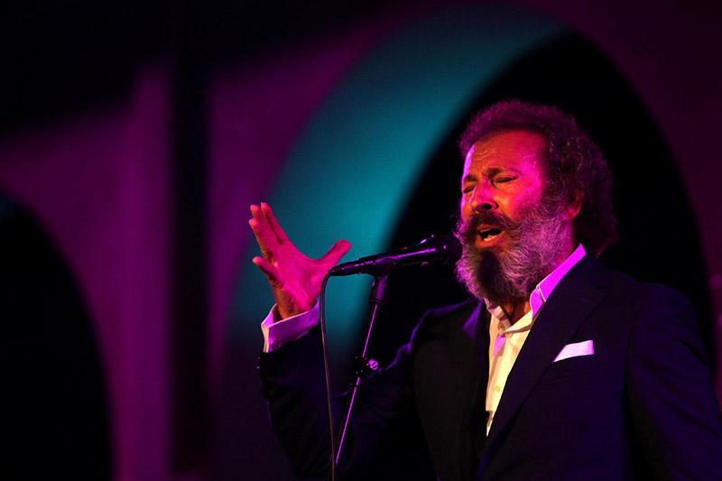 Juan José Amador, Voces de bronce