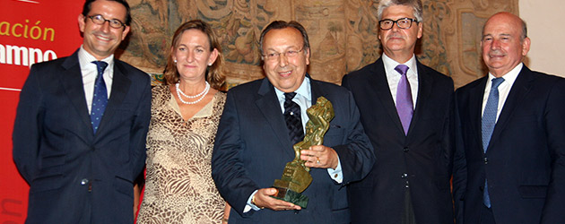 Paco Cepero received the Compás del Cante prize 2014 from the Cruzcampo Foundation