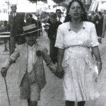 Mario Maya de niño y su madre