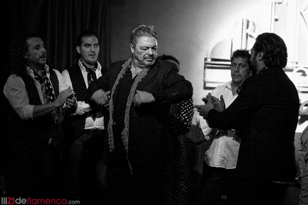 Triana y las Tres Mil - Antonio Canales