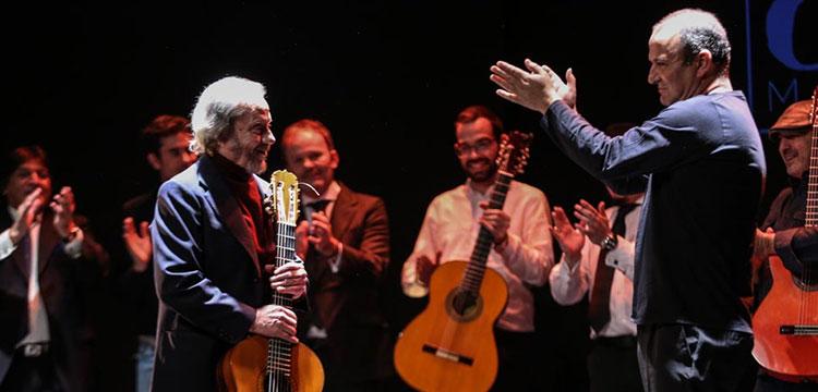 Víctor Monge Serranito. Guitar on an altar