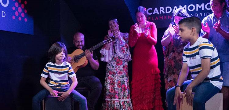 El tablao Cardamomo Flamenco promueve becas para la formación de niños en el flamenco