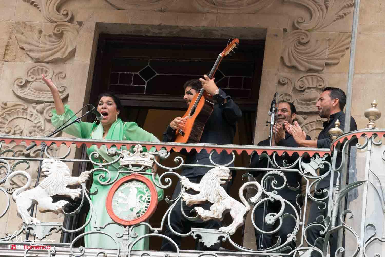 La Macanita en el balcón del Ayuntamiento de Pamplona