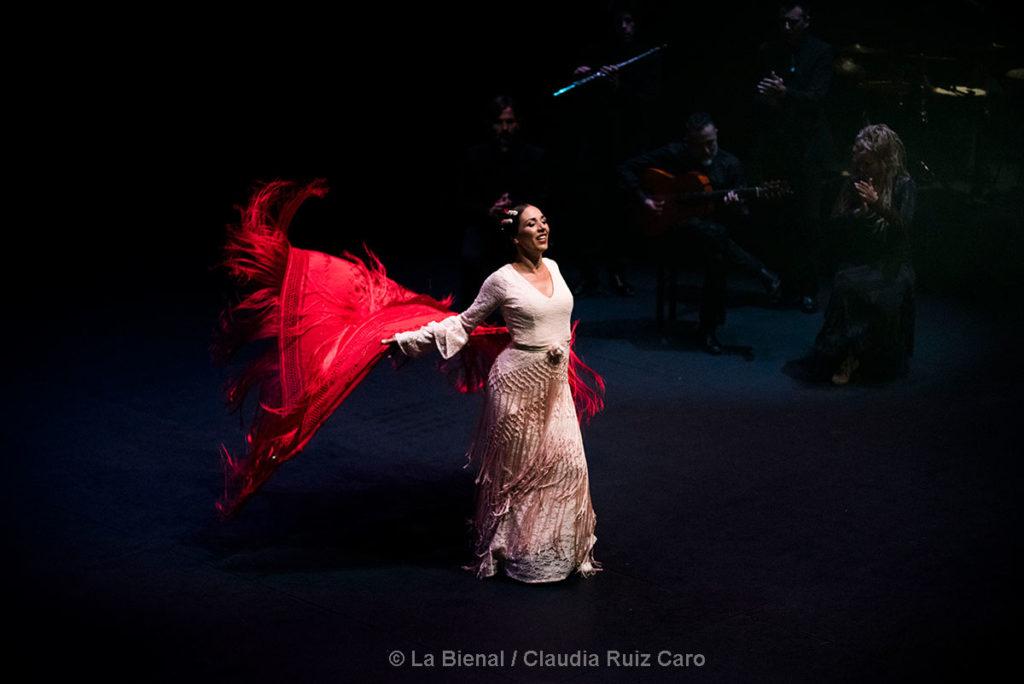 Anabel Veloso - Oro sobre azul - foto: Claudia Ruiz Caro