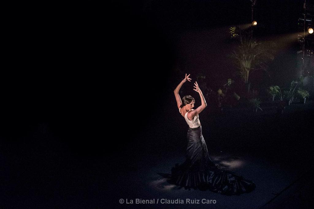 """Lucía La Piñona """"Abril"""" - La Bienal"""