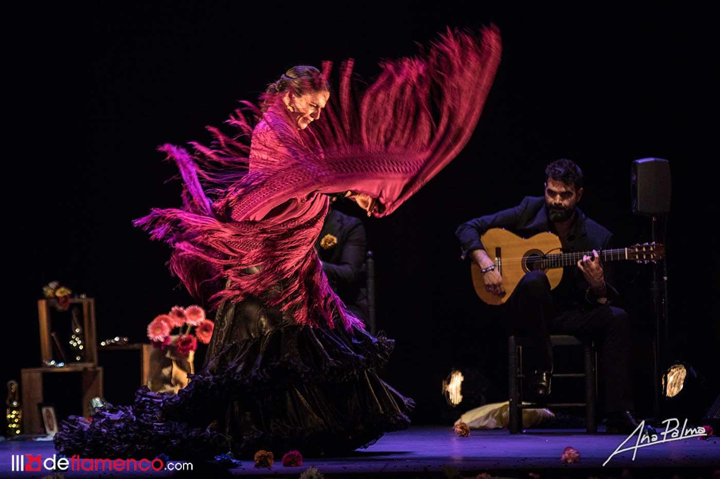 Guadalupe Torres se corona de flores