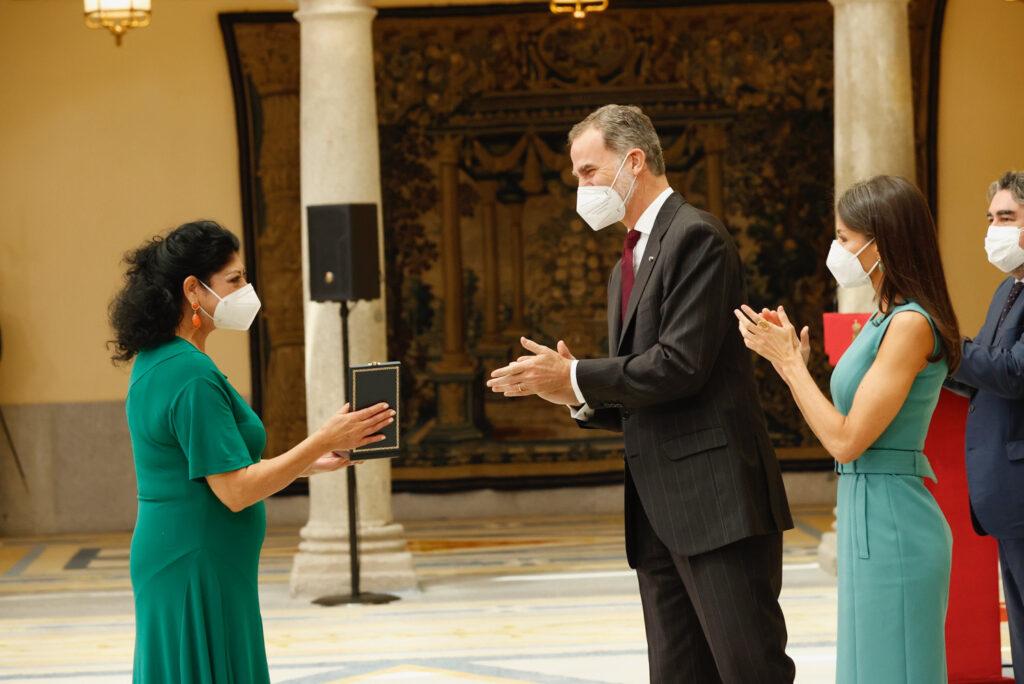 Manuela Vargas - Medalla de Oro al Mérito en las Bellas Artes