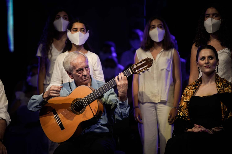 Clausura del Festival de la Guitarra de Córdoba con «Réquiem por la Tierra» de Paco Peña desde la Mezquita